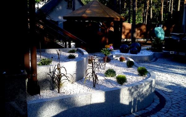 ogród z akcentem granitu…